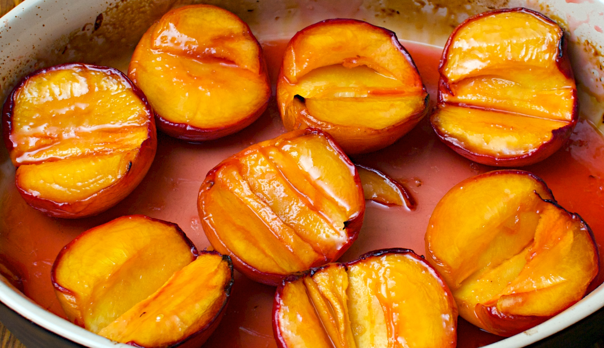 Baked peaches with maple syrup and vanilla – to serve 4