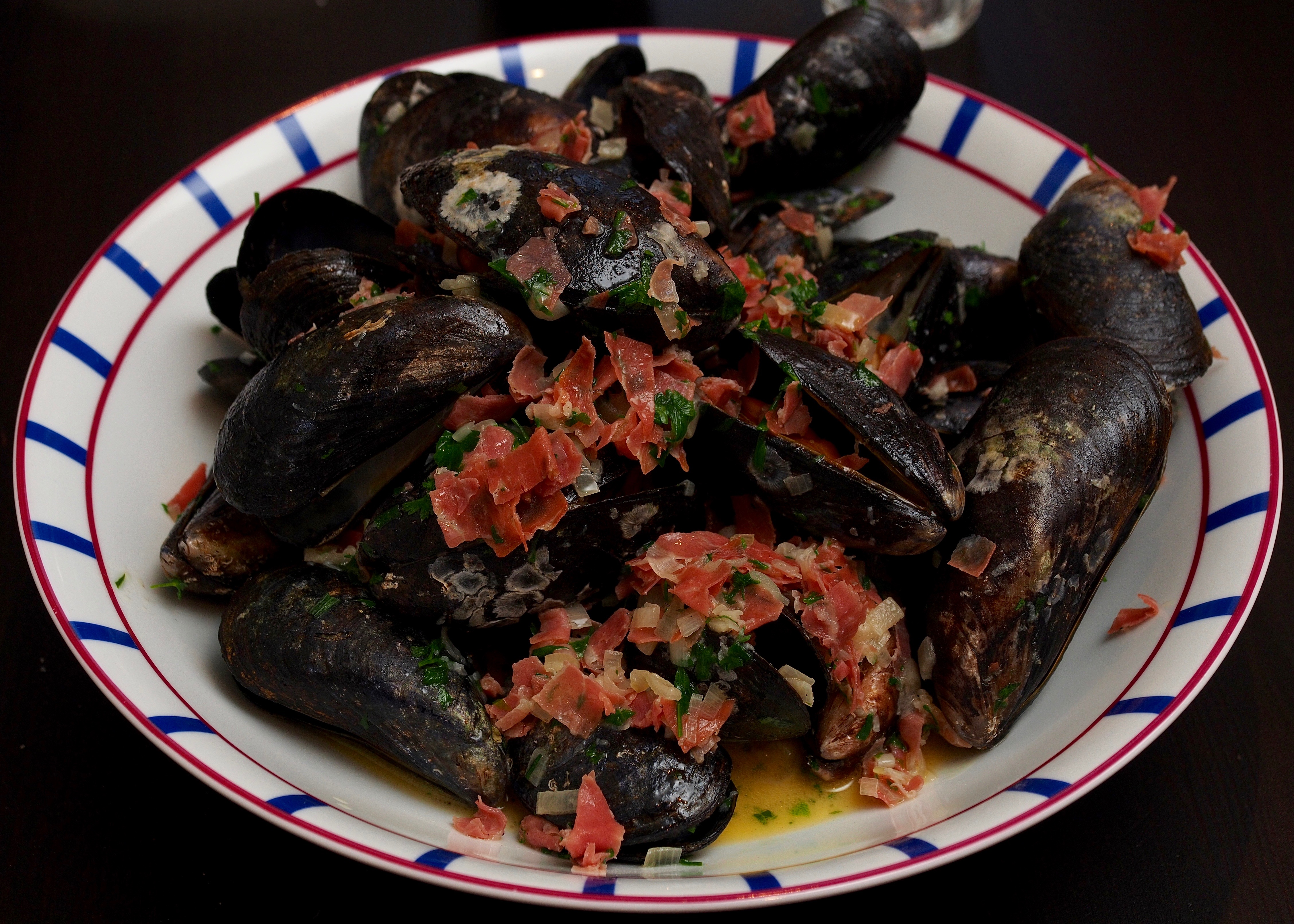 Mussels with Parma ham