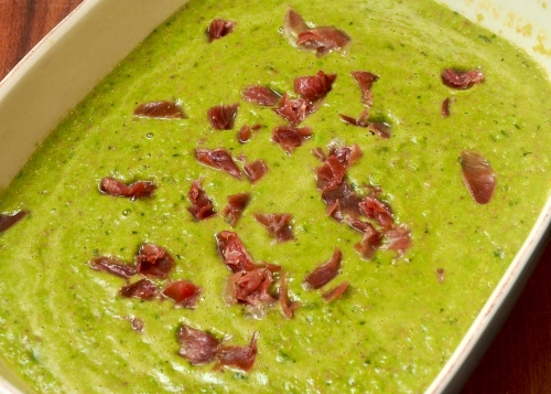 Pea soup with ham and mint