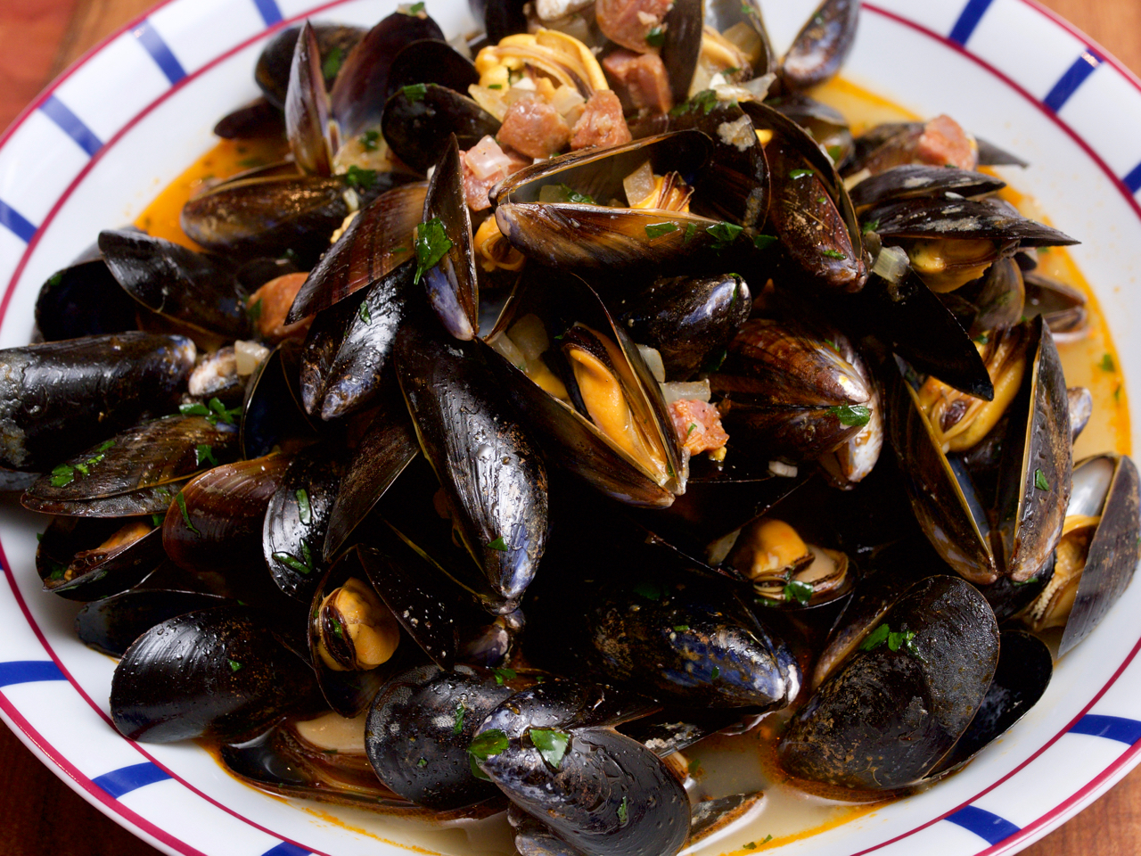 Mussels with chorizo and cider