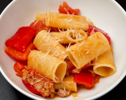 Pasta with red peppers and sausages