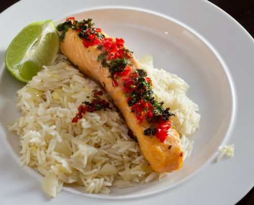 Grilled chilli & coriander salmon w. ginger rice