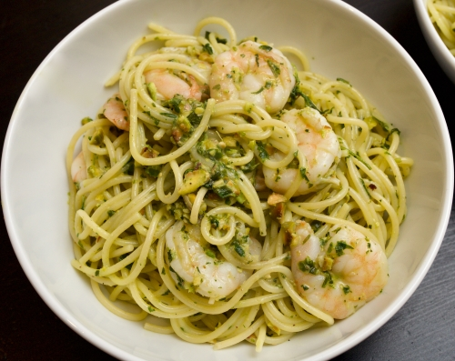 Spaghettini w. prawns basil parsley and pistachios