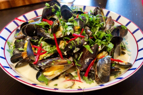 Thai mussels with coconut, chilli & lime