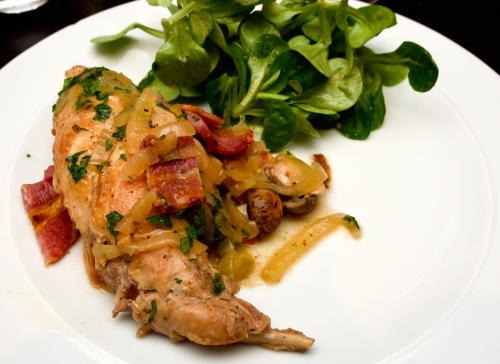 Rabbit with onions and rosemary
