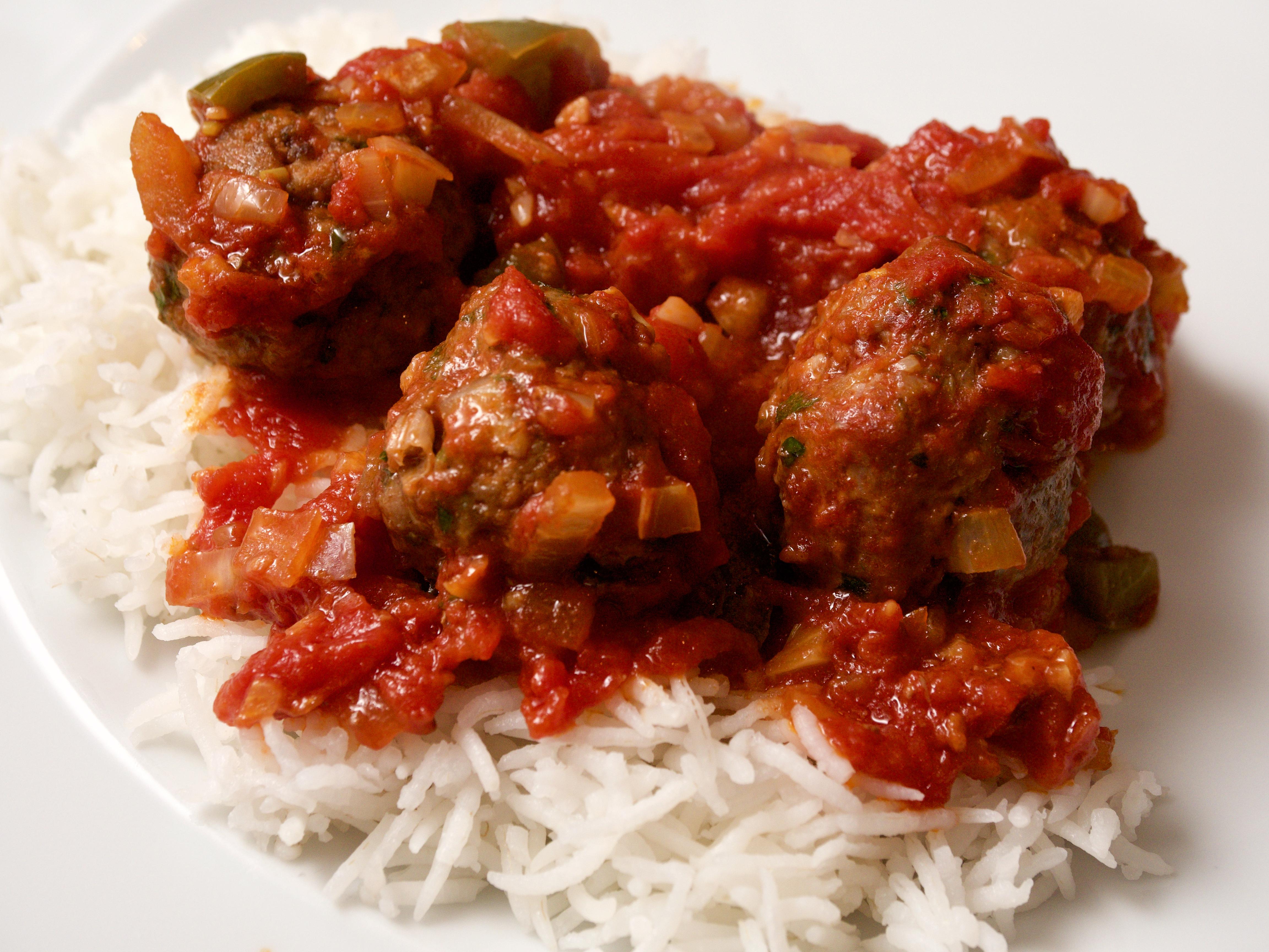Meatballs in a tomato & pepper stew