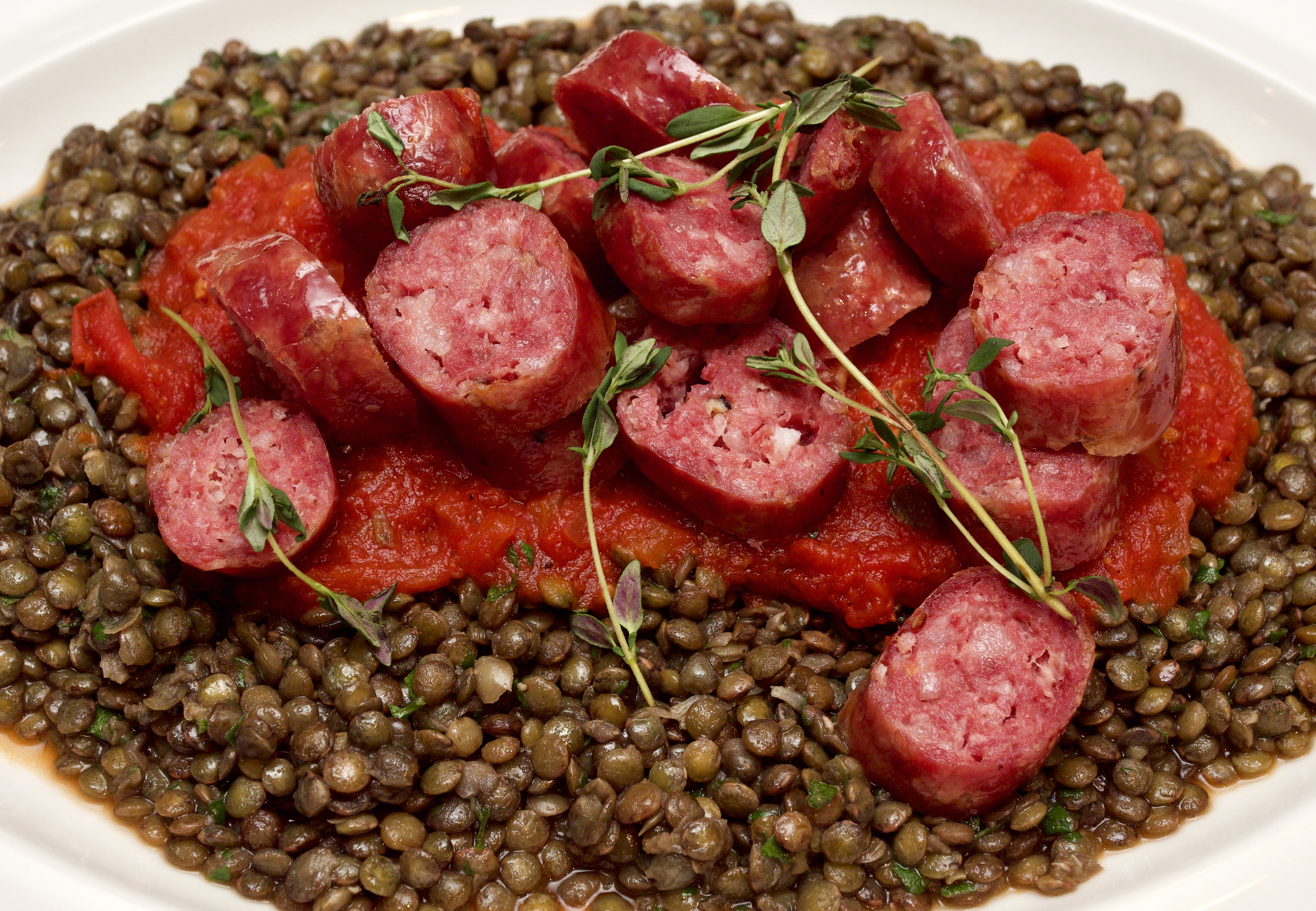 Sausages and green lentils with tomato salsa