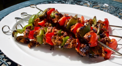 Chicken skewers with oregano