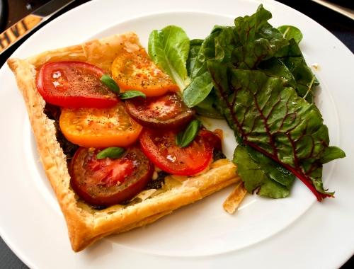Tomato, pesto & marscapone tart