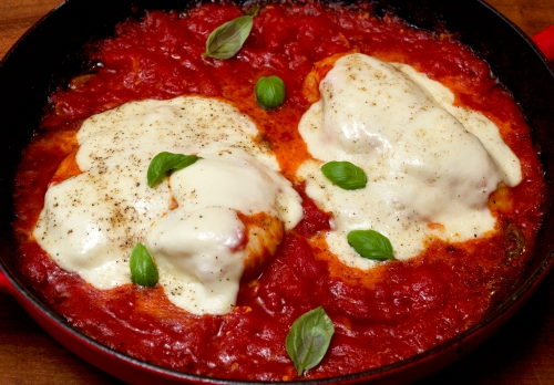 Chicken with tomatoes, mozzarella & basil