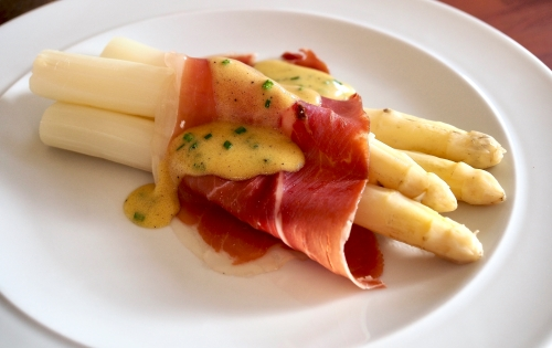 White aspargus with serrano ham and chive dressing
