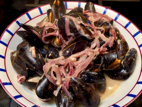 Mussels with red onions, cider and creme fraiche