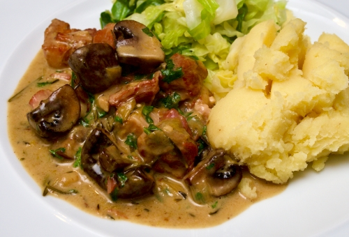 Pork, bacon & mushroom stew